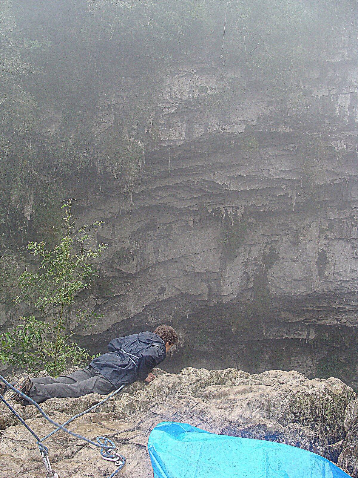 Fot. 5. W jaskini Sotano de las Golondrinas można podziwiać setki tysięcy ptaków mających gniazda na jej rozległych ścianach.