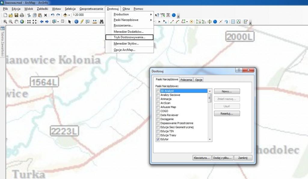 Rys. 1. Widoczne okno Dostosuj wprowadza aplikację w tryb dostosowywania.