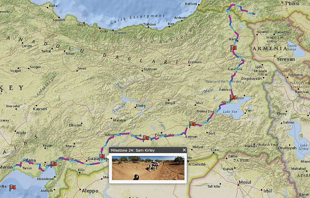 Rys. 2. Mapa Sponsorów identyfikuje osoby i firmy wspomagające kampanię Out of Eden Kickstarter. Każdy z nich sponsoruje jedną milę trasy Salopka. Mapa dzięki uprzejmości Harvard University Center for Geographic Analysis.