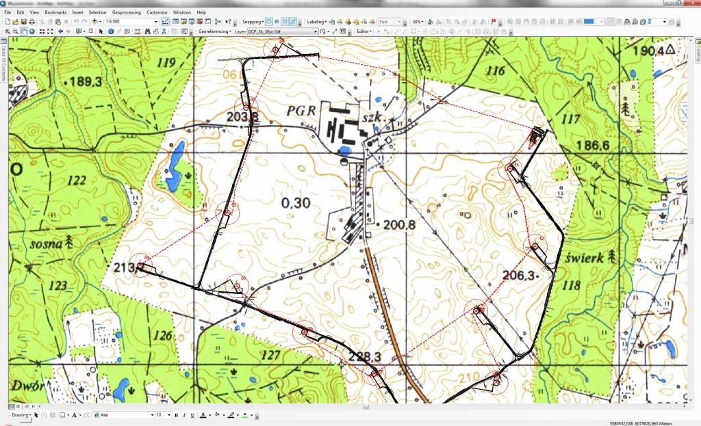 Rys. 4. Szczegółowe zagospodarowanie projektowanej farmy wiatrowej na podkładzie średnioskalowym.