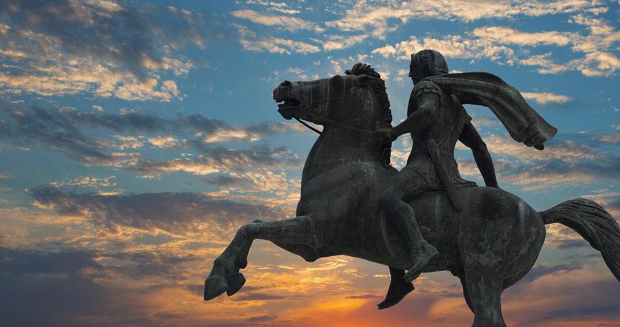 Rys. 1. Pomnik Aleksandra Wielkiego siedzącego na Bucefale znajduje się nad rzeką, w jednej z najbardziej popularnych dzielnic Salonik.