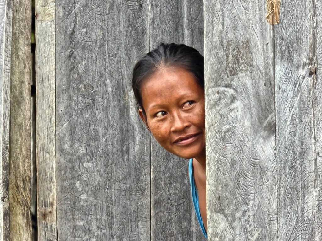 Indianka plemienia Ticuna zaciekawiona wizytą, na którą wódz wioski Vendaval musiał wydać zgodę.