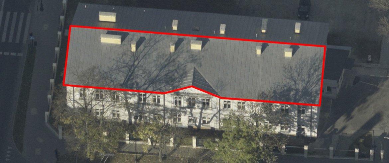 Rys. 5. Przykład dachu nie nadającego się do montażu paneli fotowoltaicznych ze względu na zacienienie powodowane przez rosnące od strony południowej drzewa - Lublin, ulica Radziwiłłowska 13, źródło: http://lotnicze.lublin.eu