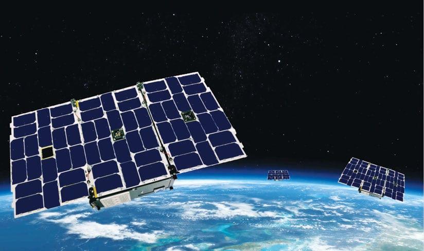 Rys. 1. GeoOptics wprowadza do przestrzeni kosmicznej konstelację nanosatelitów. Sygnały radiowe zbierane przez te satelity pozwalają uzyskać rozdzielczość pionową od 100 do 500 metrów.